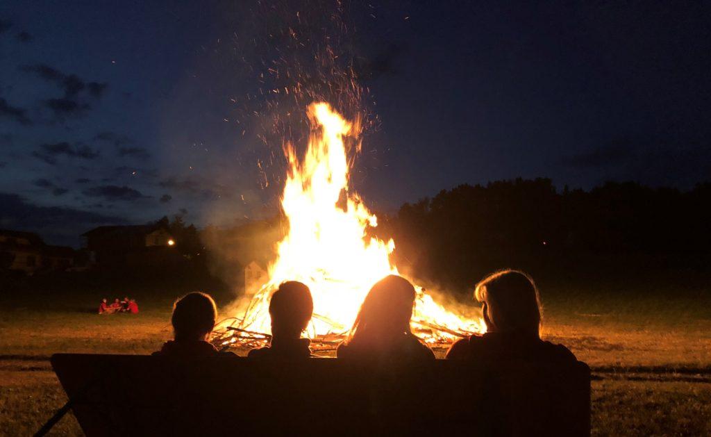 Feuer in der Dunkelheit
